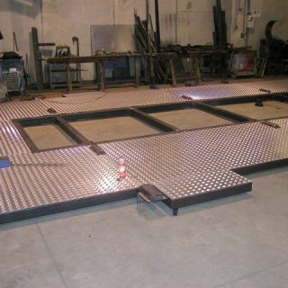 Almond-shaped aluminium cover for oscillating platform structure
