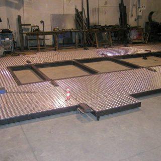 Copertura in alluminio mandorlato per struttura per piattaforma oscillante